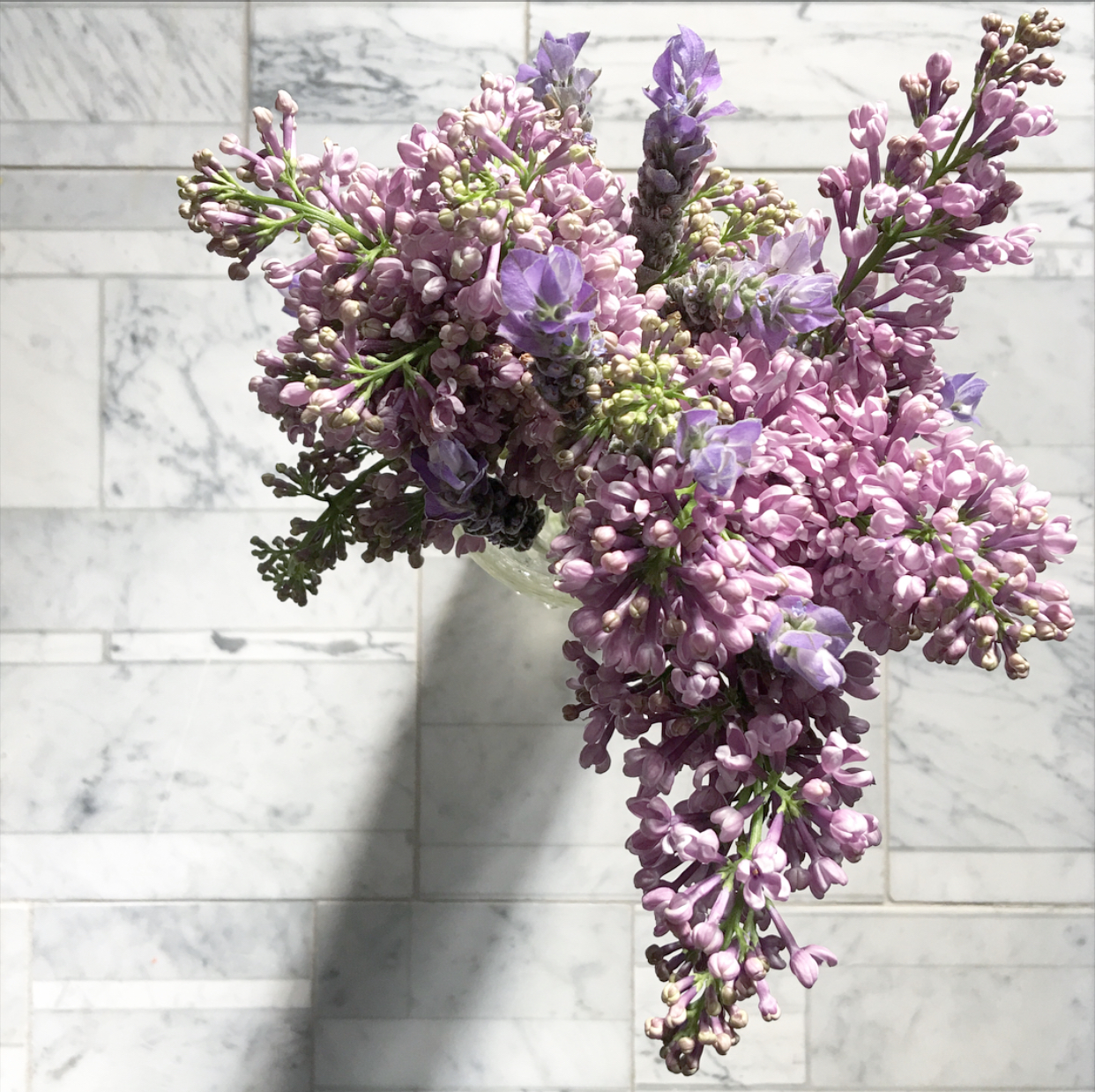 Lavender and Lilac. Photograph by Michelle Ogundehin. Flowers by The Real Flower Company. 'Lithoverde' marble by Salvatori.