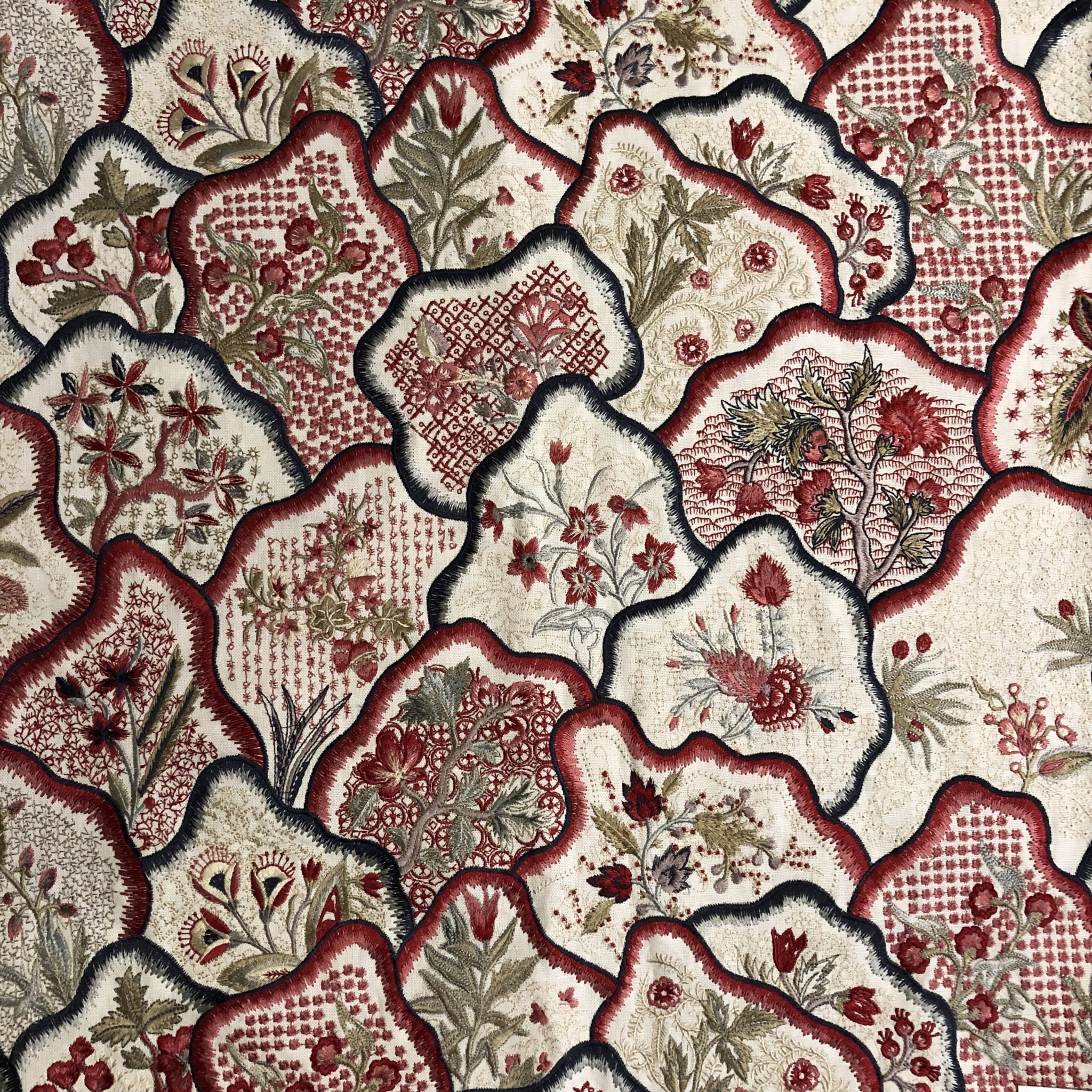 'Les Fleurs Bengale' (B7624003 Garan) by Pierre Frey